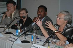 Eveline Herfkens, UN MDG Campaigner, defends the advantages of GBS at SECO's 2006 Symposium