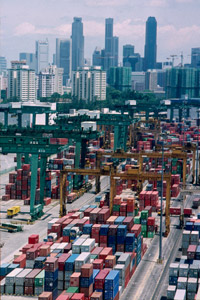 The world' s largest container terminal in Singapore
