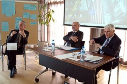 Lively discussion during the sustainable finance training course (photo from right to left: Rudolf Strahm, former price supervisor of Switzerland and MP, Konrad Hummler, President of the Swiss Private Bankers Association; Richard Gerster, facilitator)